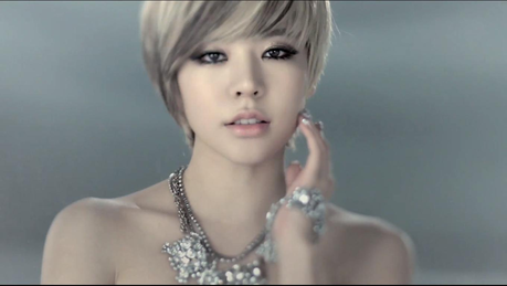 Sunny! I Command a picture of your bias with messy hair.