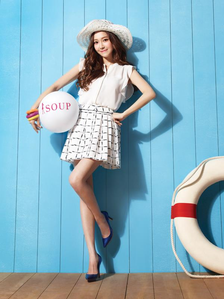 """Jessica wearing skirt~ I command a picture of Sooyoung from her drama """"The 3rd Hospital""""."""