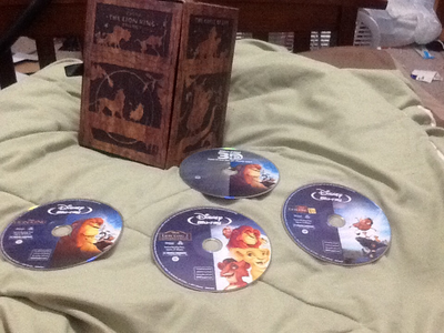 This is my trilogy box set it came with eight discs including: the lion king on DVD,Bluray,3D Bluray,