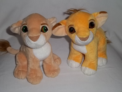 s'embrasser Simba and Nala plushes, I used to have when I was 10 with the hard plastic eyes. I got them