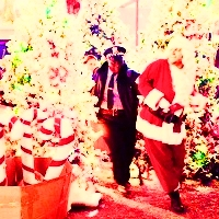 10. Were Du naughty oder nice this year? {I think this Icon of Max being led away Von the police is pre