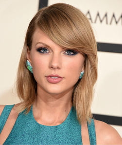Taylor at the Grammy's.:}