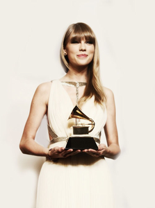 tay.....with....her...GRAMMY...^^