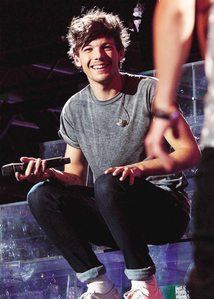 Louis' sweet smile is everything. #DearLouis