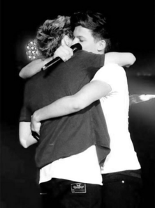 I know it's not the prettiest pic but I chose it because i like the way that Louis is hugging Niall i