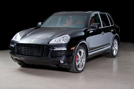 Rarity arrives in a Porsche Cayenne. Rarity: Everyone get in. The Sharks are starting to alih for
