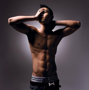here you go~ gif: http://images6.fanpop.com/image/photos/35000000/-Taeyang-tae-yang-35080740-499-307