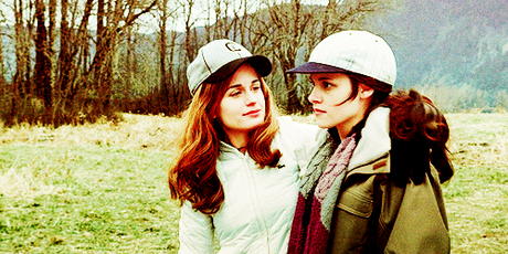 Round 101 : Two females together (closed) winner : AmberEdith 2nd place : Hermione4evr and Belwar