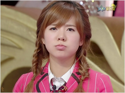 MY ULTIMATE BIAS IS SNSD'S SUNNY (LEE SOONKYU) 1. She's sooo cute. 2. I like her sweet voice. 3.