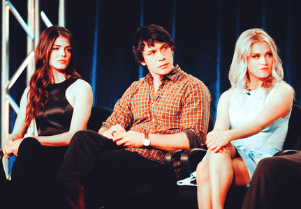 день 11: Избранное Cast Member(s) [b]Bob Morley , Marie Avgeropoulos [/b] and [b] Eliza Taylor