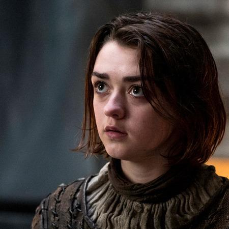 siku 2: inayopendelewa female character [b] Arya Stark [/b]