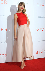 [b]Day 4- Your Favourite Taylor Red Carpet Outfit[/b] The red compliments the pale pink skirt, upindo real