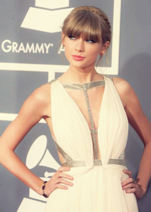 <b><u>Day 4:</u> Favourite red carpet</b> 2013 Grammys ♥