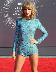 <b><u>Day 5:</u> Least favourite red carpet</b> 2014 VMA and 2016 Grammys are my least favourite.
