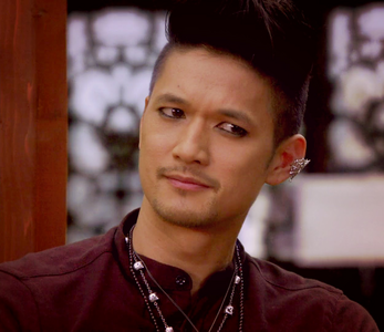 1. お気に入り character from the last 表示する あなた watched Magnus Bane (The Shadowhunters)