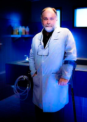 [b]26. kegemaran doctor[/b] Doc Robbins is my favorite! He's so funny and actually has a well-fleshed