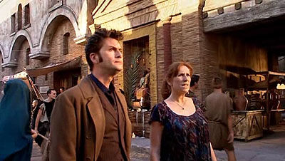Yet another foto of Doctor & Donna in Pompeii.