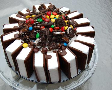 I love this ice cream sandwich cake!