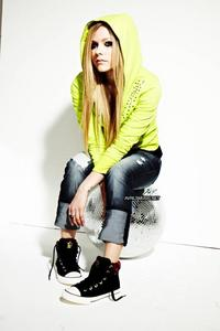 I want Avril with Fender guitar.