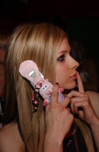 I want Avril with Chad :)