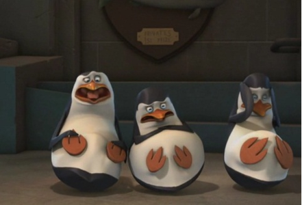 *cowers* (Look at their little pingüino, pingüino de feet! <3<3 XD)