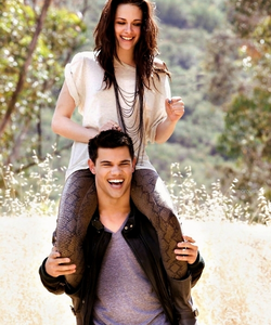 Tay Lautner beautiful laugh!!! Tay with female celeb