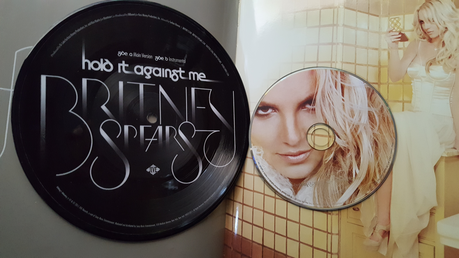 "Anyone interested in buying this 7"" Vinyl also CD and femme fatale book"