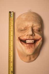 Hello I purchased a mold of Jack Nicholson's Joker face from the Tim burton Batman. The seller said t