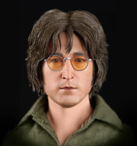 Check out how awesome the likeness is on this John Lennon figure द्वारा Molecule8. This is incredible - d