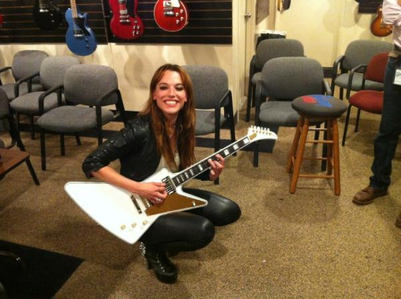 Post your favourite pic of Halestorm ou Lzzy Hale. I'll give toi some props. Here's my fav of Lizzy