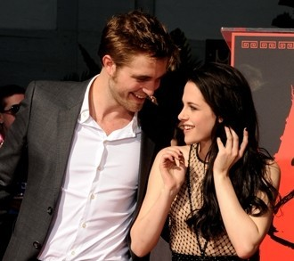 On a scale of 1-10 rate the Robsten icona o pic above te and then post another pic of them yourself.
