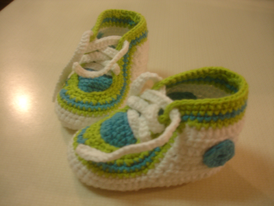 These sweet little booties are knitted with cotton yarn (100% cotton) They are a 6 to 12 months size,