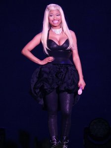 ciao ! Whats up Barbz ;) We were at her last concerto in Nottinghan It was awesome !! ;D Every bo