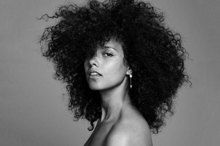 Hi guys! Would you be as bravo as Alicia Keys to sing your truth without the smallest bit of make
