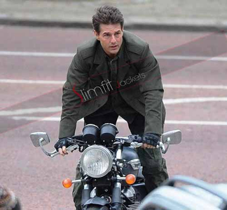 Action with style Tom Cruise !! Bill Cage outfit and stunt may be make us shout ..... What Du think