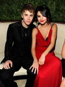 Post a pic of Selena in ( burning ) red dress with red lipstick & red shoes - in short every thing RE