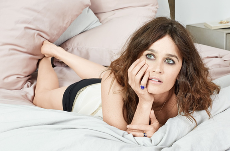 Fellow Robin Tunney fans. Post here 당신 banner and 아이콘 suggestions for this spot. This 포럼 will b