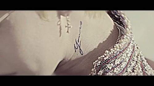 """""""That XX"""" द्वारा G-Dragon संगीत video screencap"""