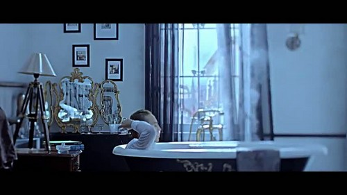 """That XX"" por G-Dragon música video screencap"