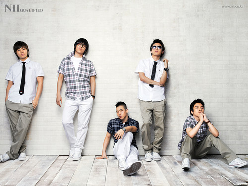 big bang wallpaper possibly with a well dressed person, a business suit, and a roupão de banho titled Big Bang