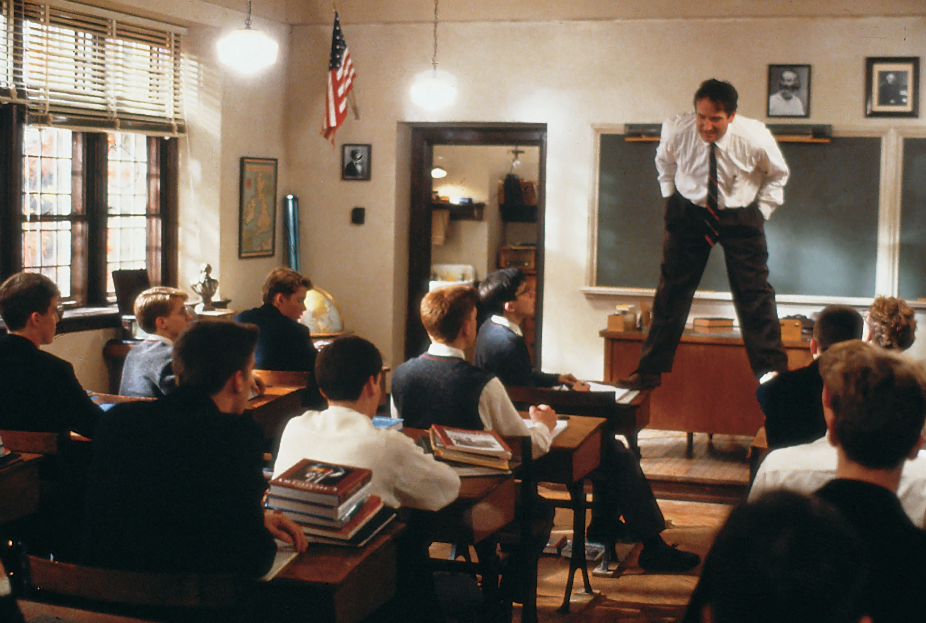 http://images6.fanpop.com/image/photos/32000000/Dead-poets-society-robin-williams-32089565-3000-2017.jpg