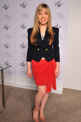 Jennette McCurdy fondo de pantalla probably with bare legs, hosiery, and a chemise titled Jennette McCurdy