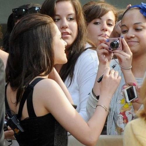 Kristen meeting some fans