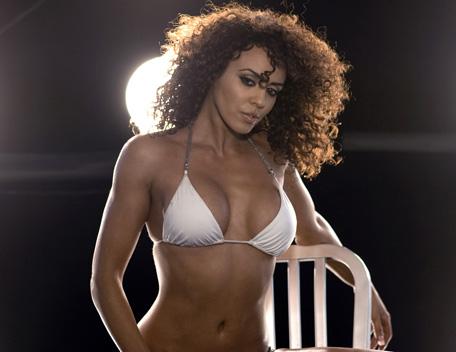 WWE LAYLA پیپر وال possibly containing a bikini called Layla Photoshoot Flashback
