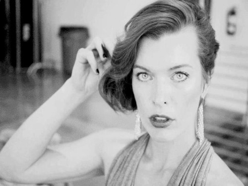 Milla Jovovich پیپر وال probably with a portrait and skin titled Milla