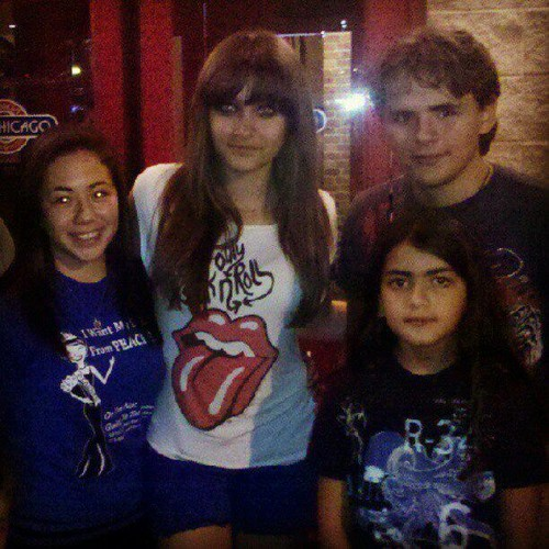 Paris Jackson, Prince Jackson and Blanket Jackson with a प्रशंसक in Gary, Indiana August 2012 ♥♥