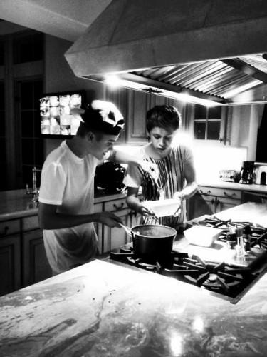 justin and nial coock nodles
