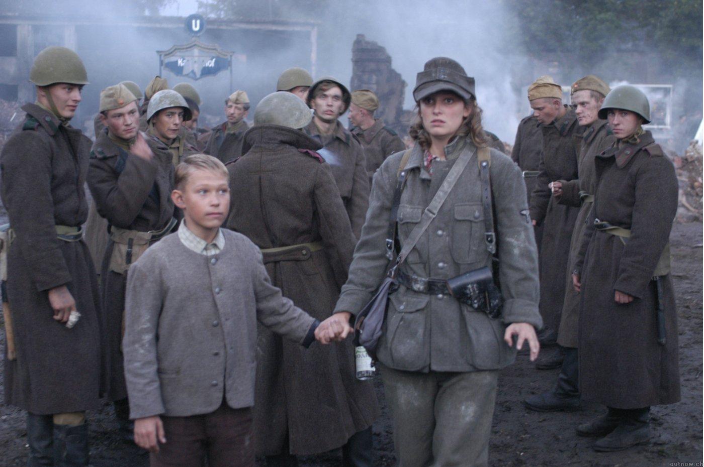 Солдаты трахают девочку 15 фотография