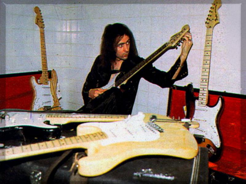 Ritchie Blackmore ? - Rock Guitar Legends Wallpaper (32173982 ...