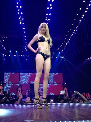 Allison in the Philippines | Impalpable Perfume | Bench Universe tampil